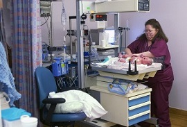 (Wikimedia) How to Become a Neonatal Nurse
